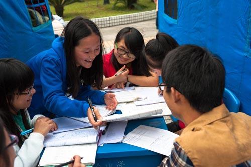 雅安地震灾区帐篷学校